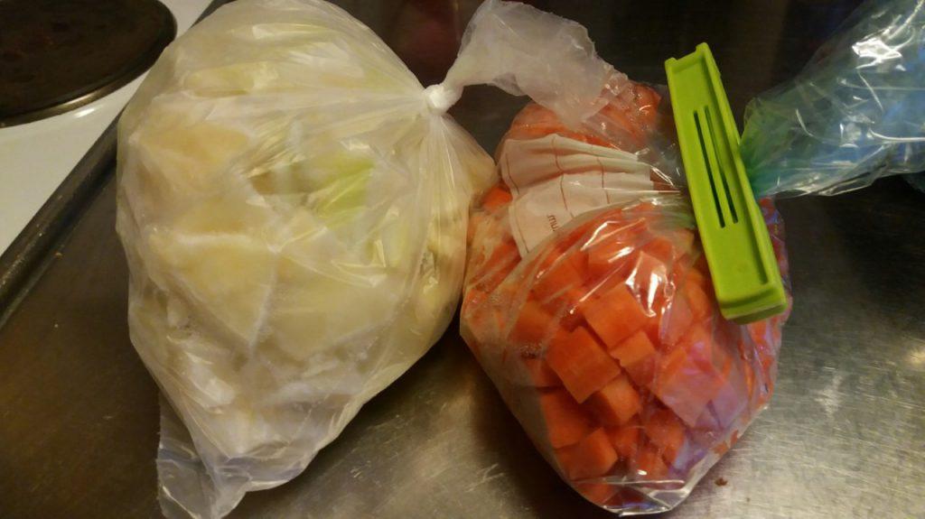 Förbered grönsaker och ha färdiga portionspåsar i frysen