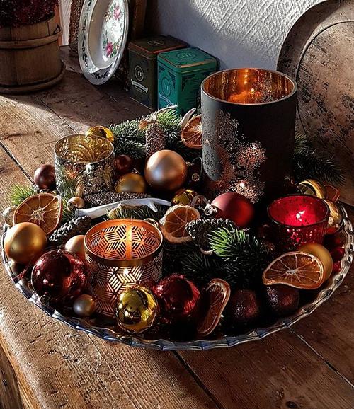 Vacker juldekoration med torkad citrusfrukt