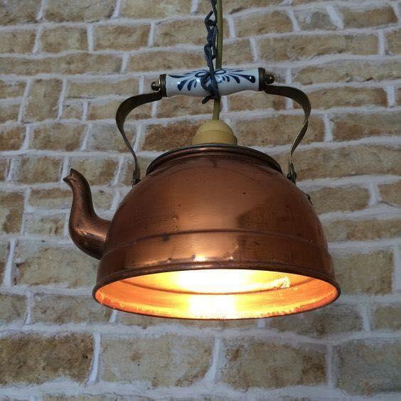 Kopparkanna görs om till en taklampa
