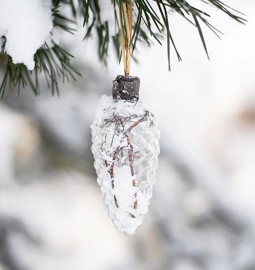 Återbruka trasiga Kron glödlampor i julgranen