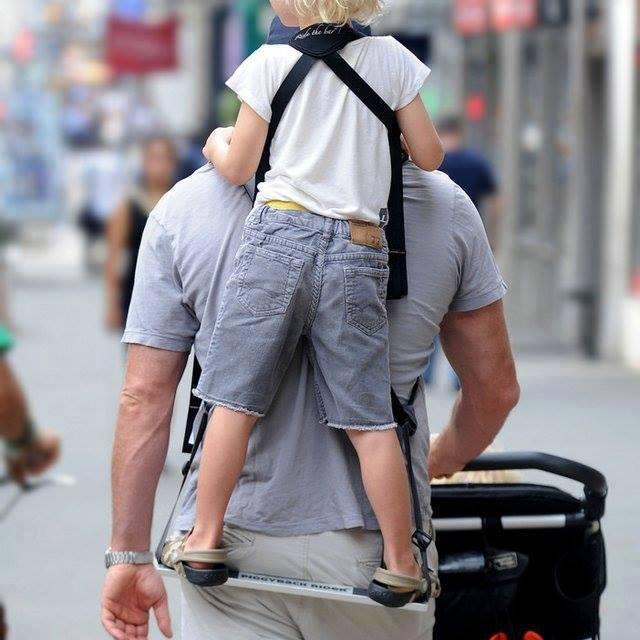 Piggybackrider, bära barnen på ryggen stående!