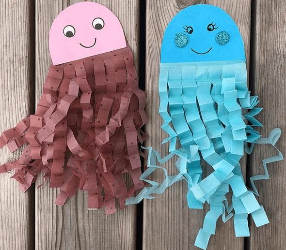 Göra bläckfiskar! Kul barnpyssel att hänga upp i fönstret!