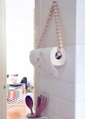 Hänga upp kökspappret i ett kul-halsband