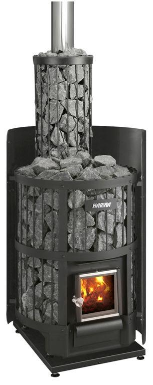 Kamin med effektiv värmebehållning. Det stora antalet stenar garanterar bra värme, även om elden slocknar emellanåt.