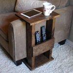 9 st bord med praktisk design