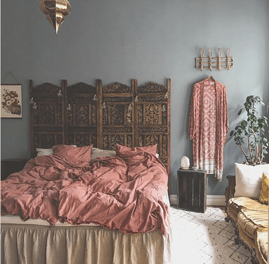 Använda vikskärm som sänggavel