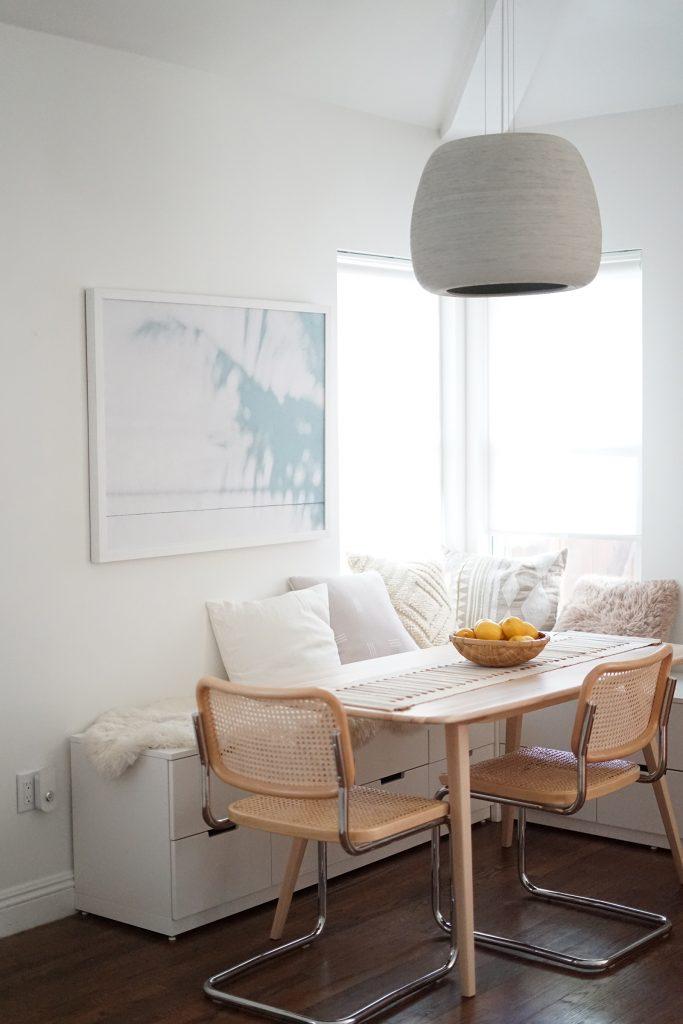 Använda låg byrå som soffa vid matbord