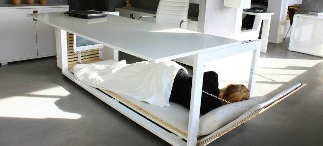 Säng under skrivbord på jobbet?