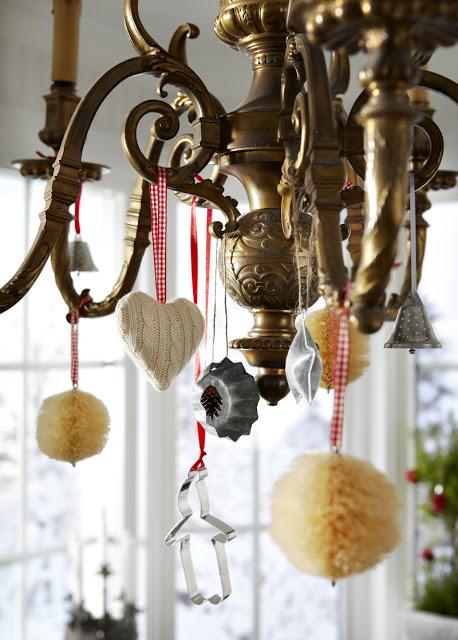 Charmigt julpynt i antik lampa