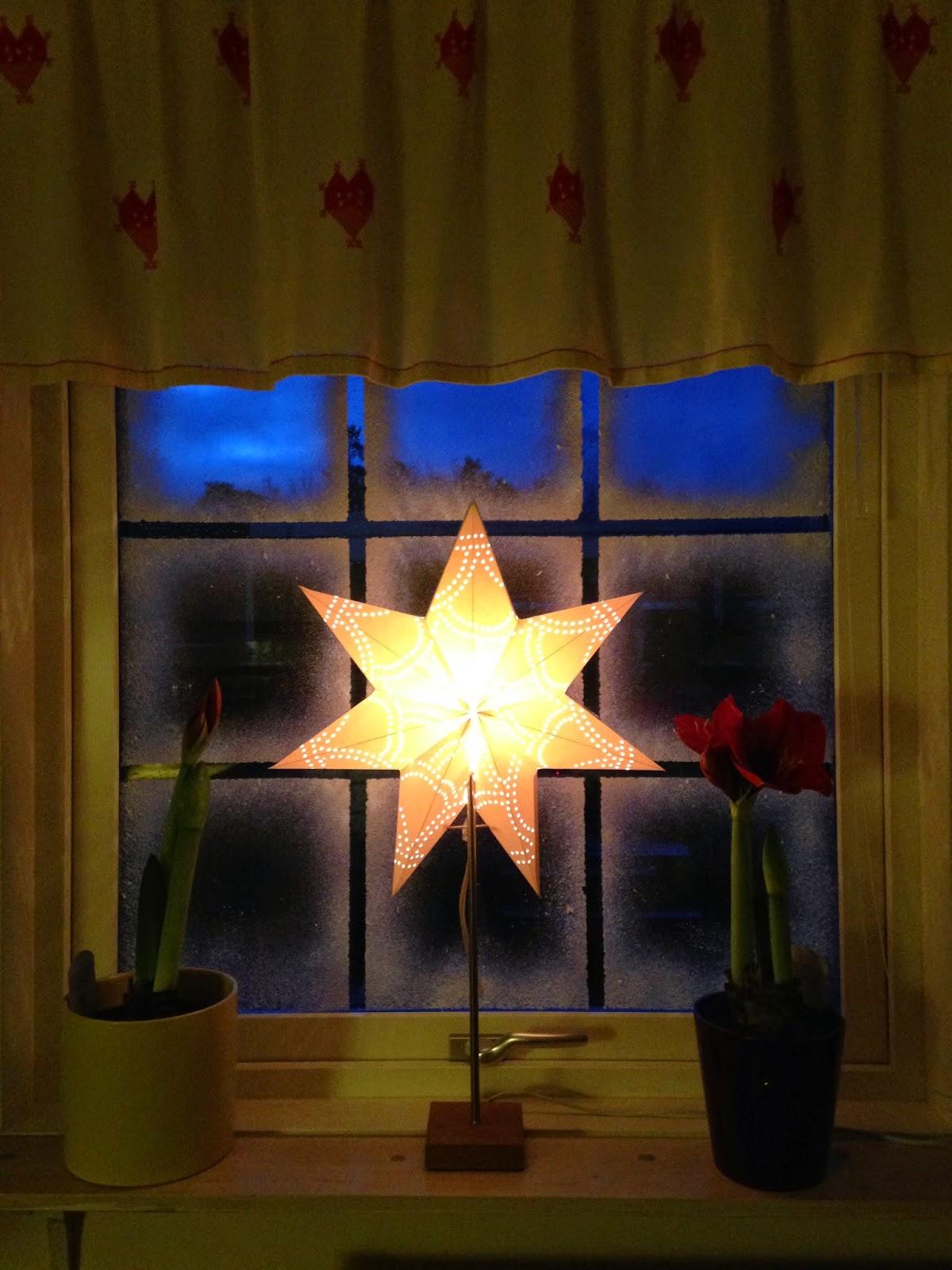 Stämningsfull jul i fönstret med Iskristallspray
