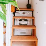 Tvättmaskin under trappan