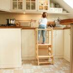 """Kökspall """"hjälpa till"""" för barn"""